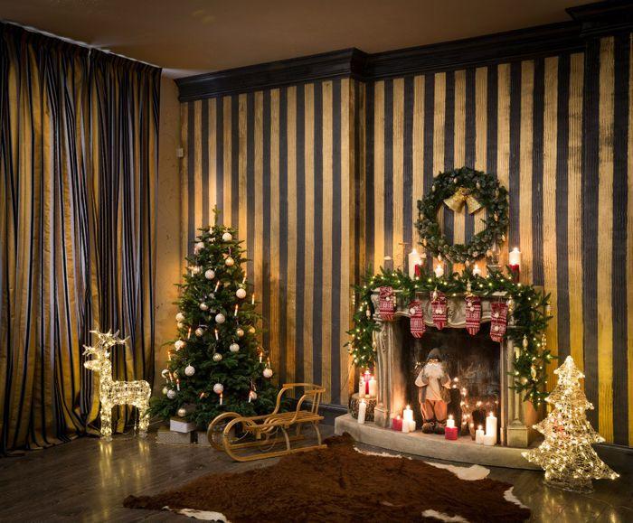 Чтобы не возникло затруднений при выборе новогодних оттенков, можно пойти на такое решение: если квартирные метры позволяют это сделать, то под праздничный дизайн можно отвести отдельное пространство. Так сказать, сделать новогоднюю перестановку, но временную