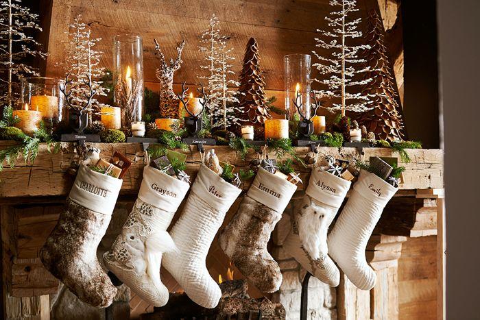 Рождественский сапожок может быть украшен именами домочадцев