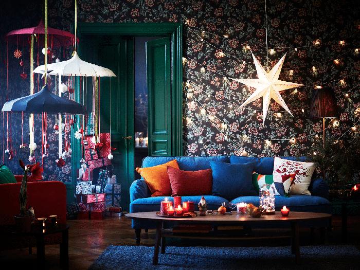 Нетипично украшенная гостиная с совсем нестандартными цветами