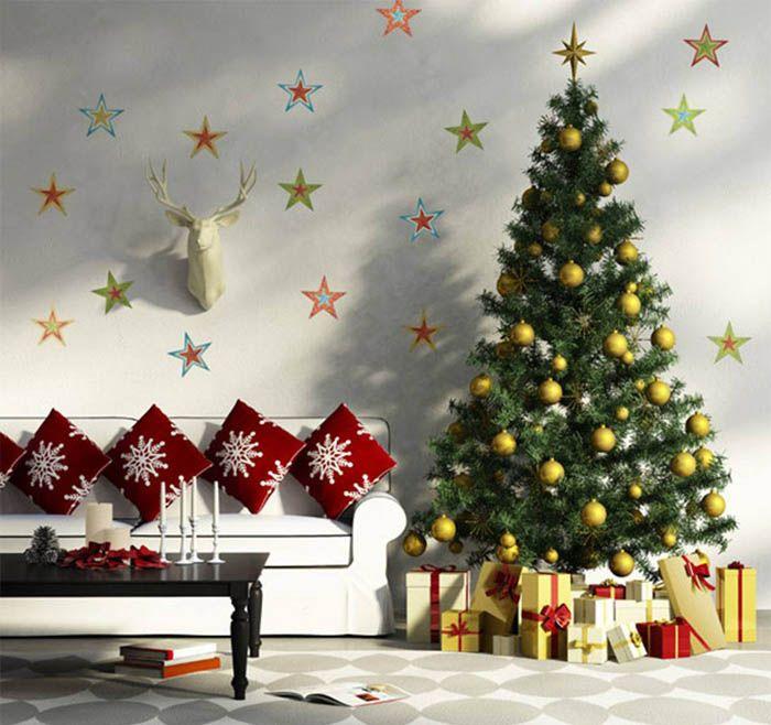 Для светлой мебели велик соблазн приобрести белую ёлочку и светлые украшения. Но неумелое оформление способно такую неплохую задумку превратить в нечто невзрачное. Поэтому смело расставляем яркие праздничные акценты