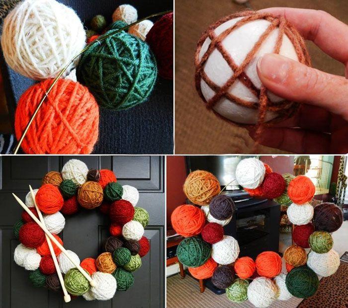 Если взять готовые пластмассовые основы для ёлочных шаров, обмотать их разными шерстяными нитками, то несложно собрать интересный праздничный венок