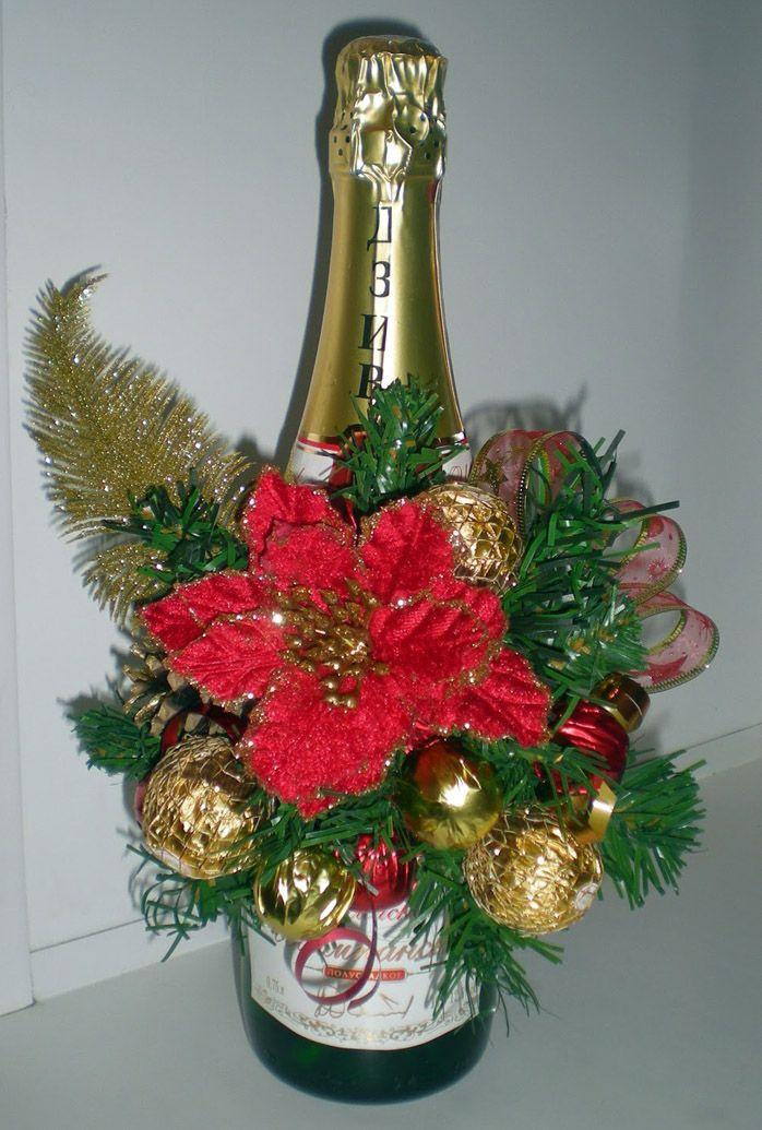 Пуансеттия делается из фоамирана и служит настоящим новогодним украшением