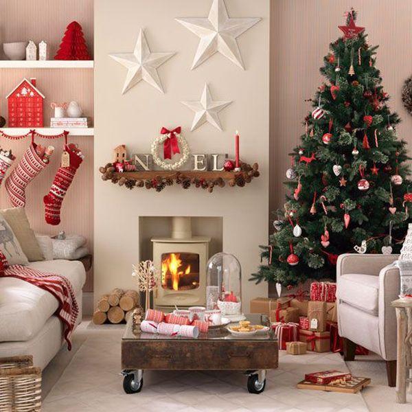 Основных цветов всего три: белый, красный и. хвойный. Все предметы привычного декора приходится убирать, а вместо них расставлять по полочкам сугубо рождественские символы и элементы