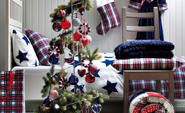 Если взять три цвета, то на них несложно завязать весь декор — от игрушек на столь оригинальной елке до текстиля. Особенно хорошо оформить так спальню подростка