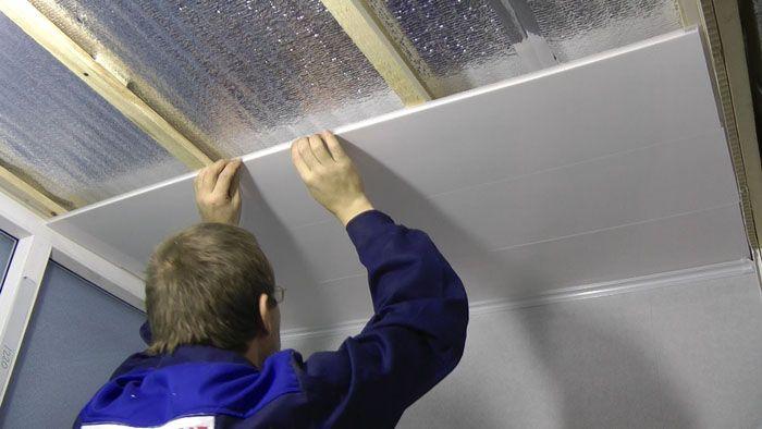 Подвесной потолок из пластиковых панелей собирается своими руками