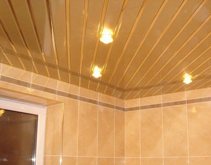 В любом помещении актуально раз в полтора-два месяца устроить влажную уборку, не забыв про потолочное покрытие