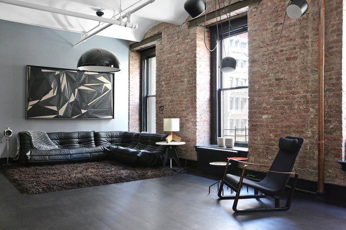 Чаще всего одну стену отделывают краской или деревянными панелями по выбору