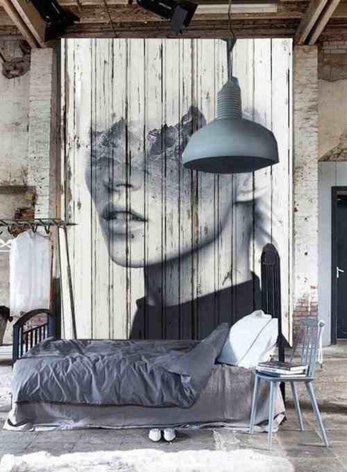 Дощатая основа для черно-белого портрета во всю стену выглядит интригующе