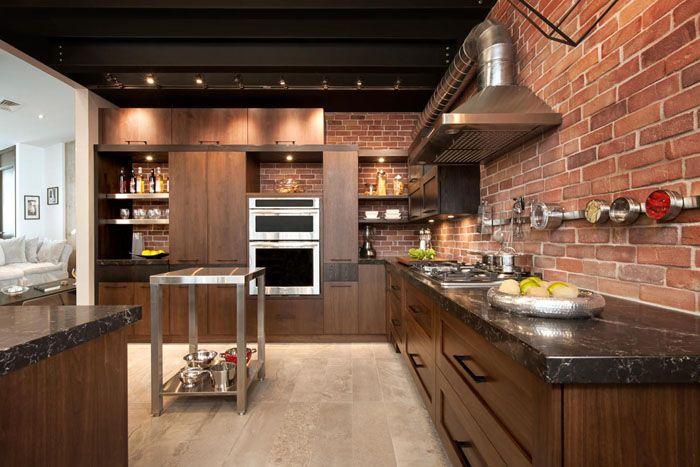 Выбирая мебельный гарнитур на кухню, отдают предпочтение или хромированным моделям, или деревянным