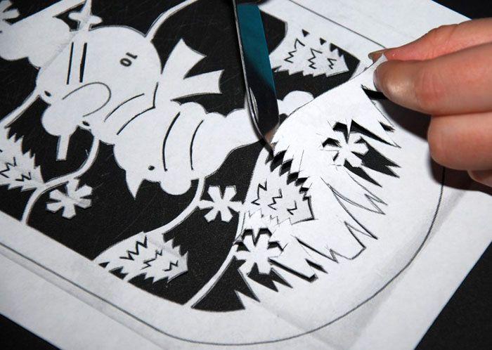 Отпечатанный на принтере шаблон или нарисованный от руки — неважно. Главное, не допустить разрывов бумаги и действовать аккуратно