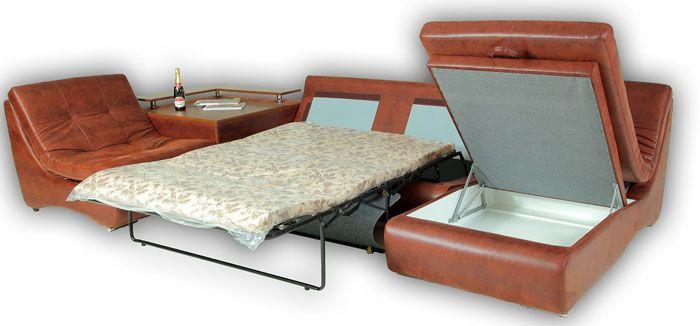 А вот для посетившего дом и оставшегося с ночевкой гостя диван-«французскую раскладушку» можно и разложить