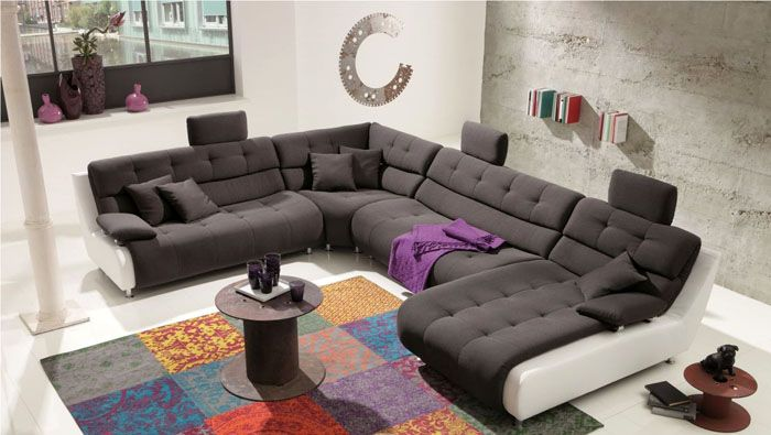 Удобные подголовники делают такую мебель и красивой, и удобной. Это настоящий рай для большой компании