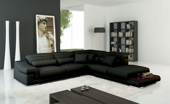 Кожзаменитель предпочтителен на диванах, которые ставят в кухню или офис