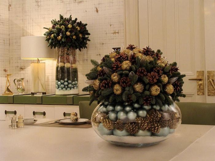 Старые аквариумы и ёлочные шары вкупе с дарами елей и сосен творят чудеса с новогодней атмосферой!