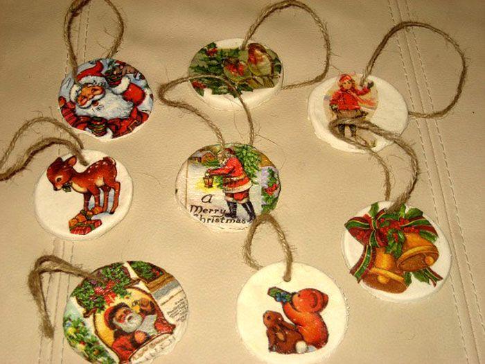 Круглые игрушки-лепёшки отлично декорируются салфетками