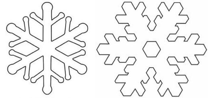 Другой способ сделать красивые снежинки — просто вырезать их из жёсткого фетра и украсить полубусинами или пуговицами