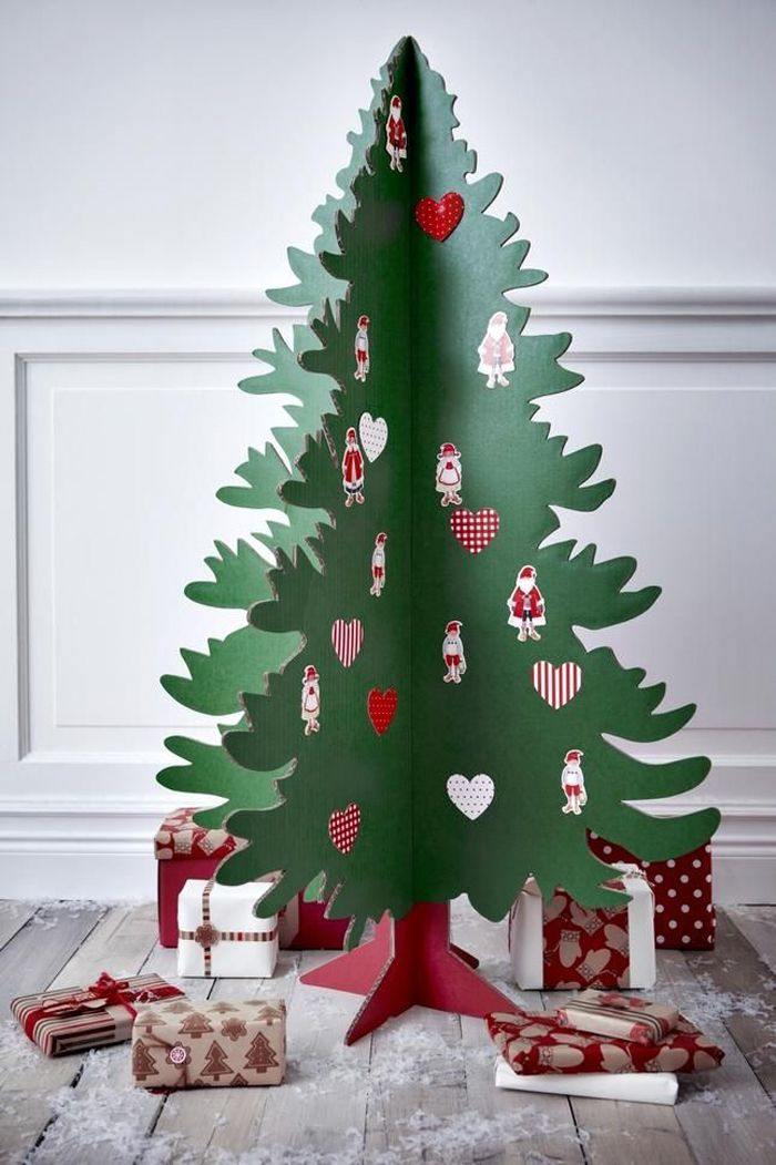 Из картона не составит труда собрать ель большого размера; украшают работу бумажными поделками, наклейками, бусинами. Можно приклеить к ёлочке на скотч настоящие новогодние шары