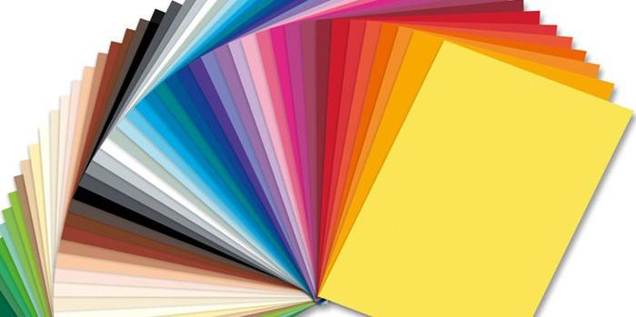 Бумага — самый ходовой материал для аппликации