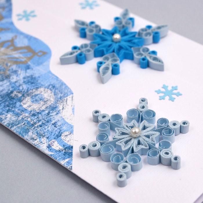 Снежинки — новогодняя тематика делается в холодных тонах.