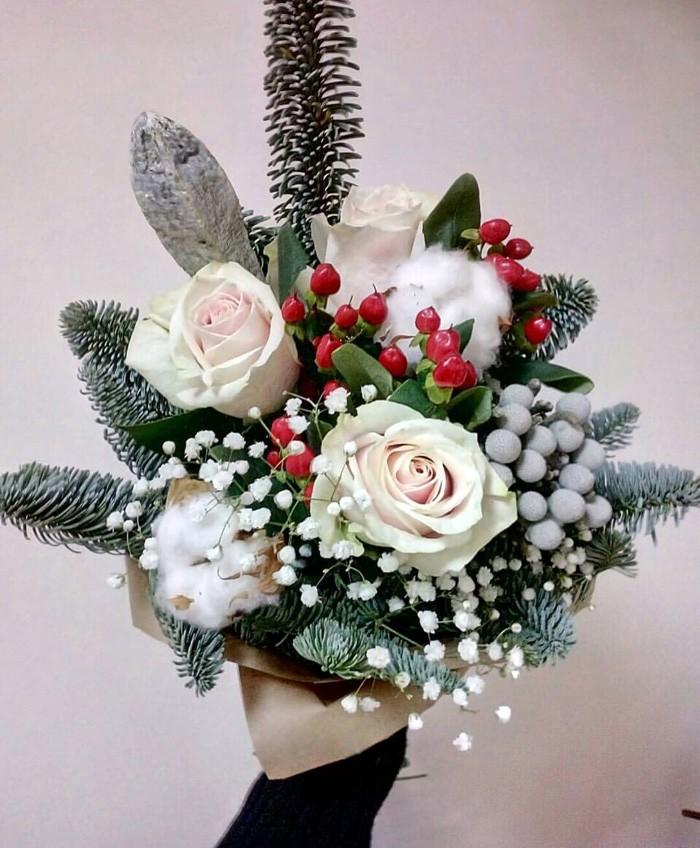 Любителям небольших ёлок понравится маленький букет, символизирующий хвойное новогоднее деревце