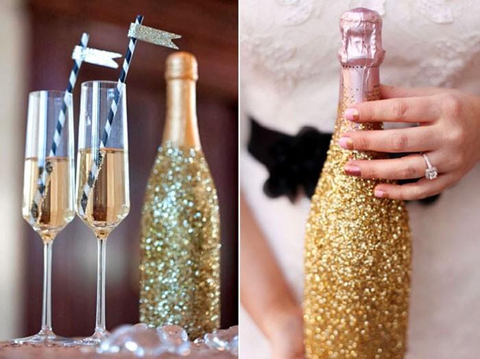 Таким материалом легко и приятно украсить бутылку к Новому году своими руками