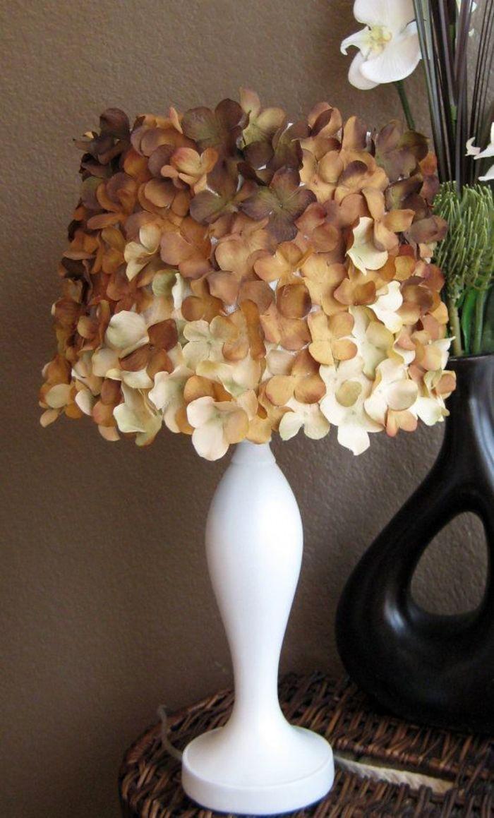 Из цветов для скрапбукинга (приобретаются в магазинах для рукоделия) абажур в любое время года будет дарить приятные и тёплые чувства