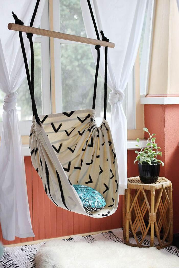 Для домашних качелей также используется текстиль
