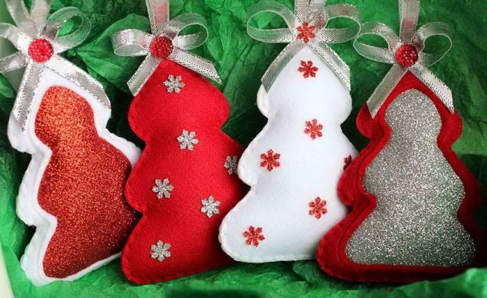 Фетр — материал, словно специально созданный для создания декоративных новогодних украшений