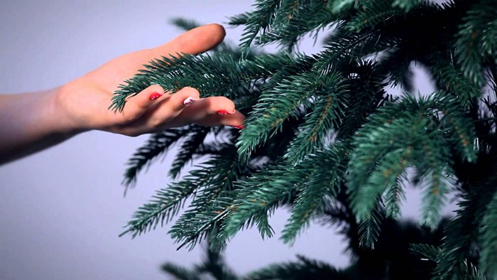 Качественное искусственное хвойное дерево с первого взгляда неотличимо от настоящего