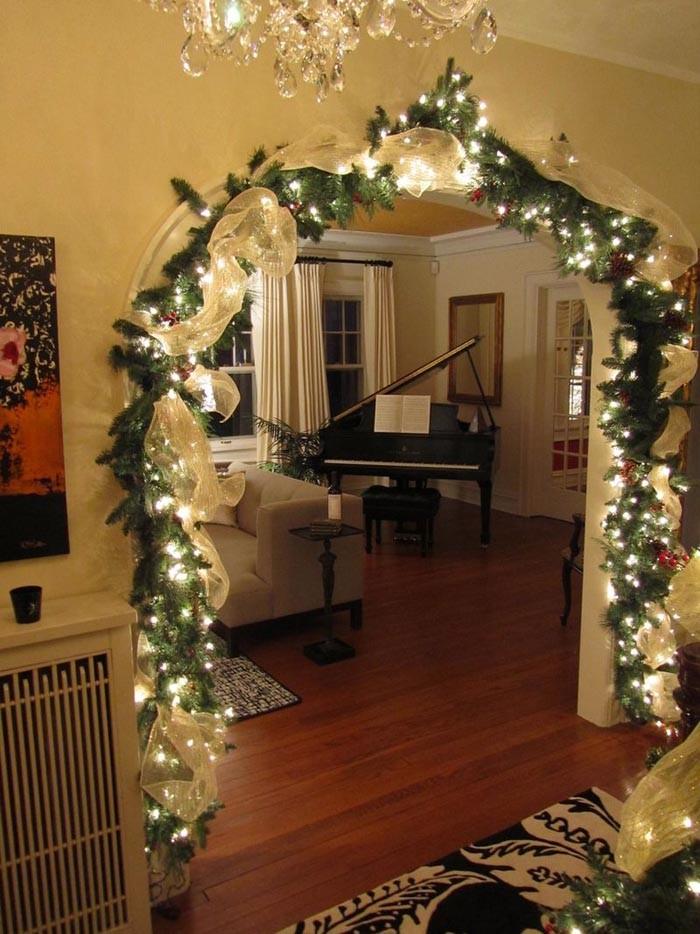 Вход в зал станет особенным приглашением к праздничному настроению