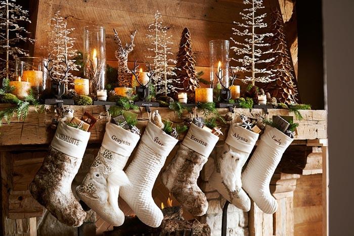 Сапожки для подарков шьются с любовью: их декорируют вышивкой, мехом, лентами, бисером