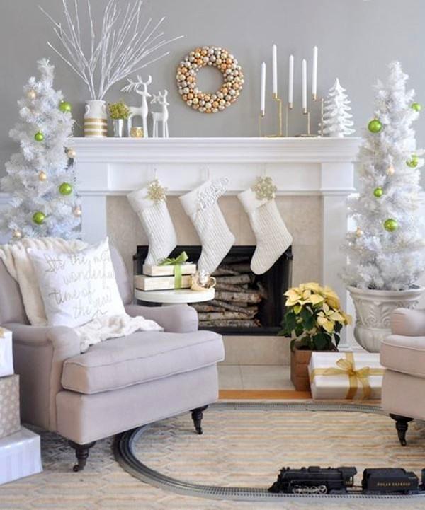 Белый цвет символизирует зимнее время года. Такая гостиная автоматически превращает жителей квартиры в Снежных королев и королей Зимы, так как смотрится декор волшебно