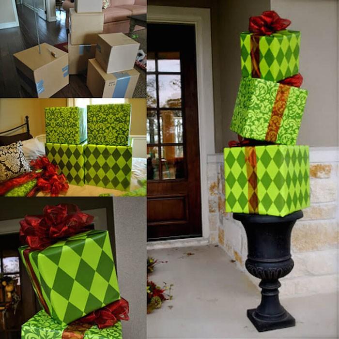 Большие коробки оставляют для того, чтобы с помощью мебельного степлера или двустороннего скотча обклеить их нарядной бумагой