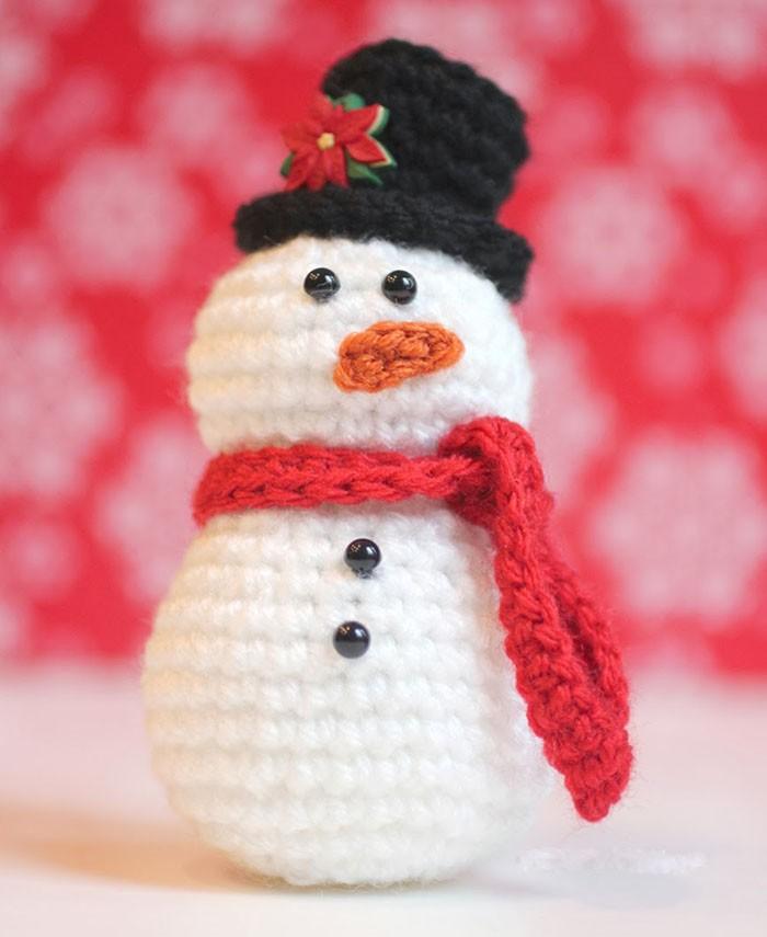 И такой красавец может украсить собой любую ёлку, встать во главе застолья в доме, спрятаться в чьём-то подарке!