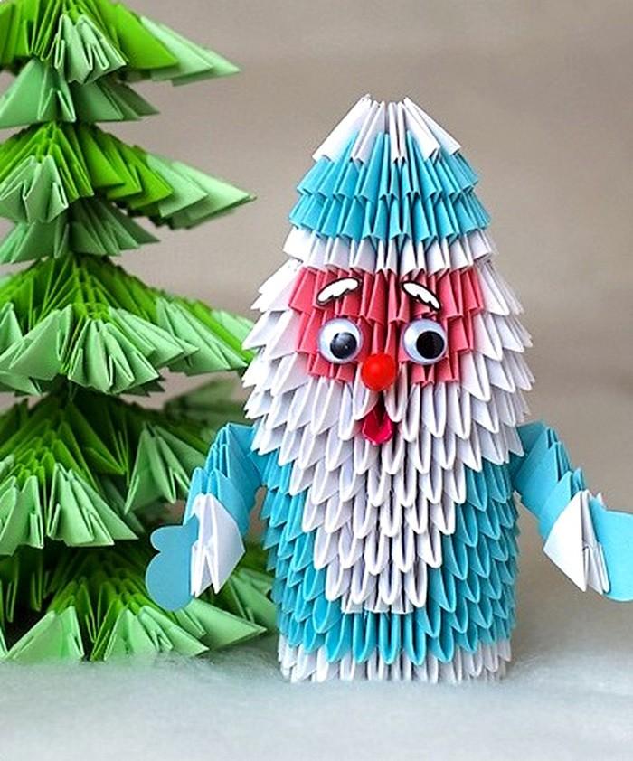 Такоемодульное оригами для нового года в виде Деда Мороза смело может отправляться на выставку поделок в школу