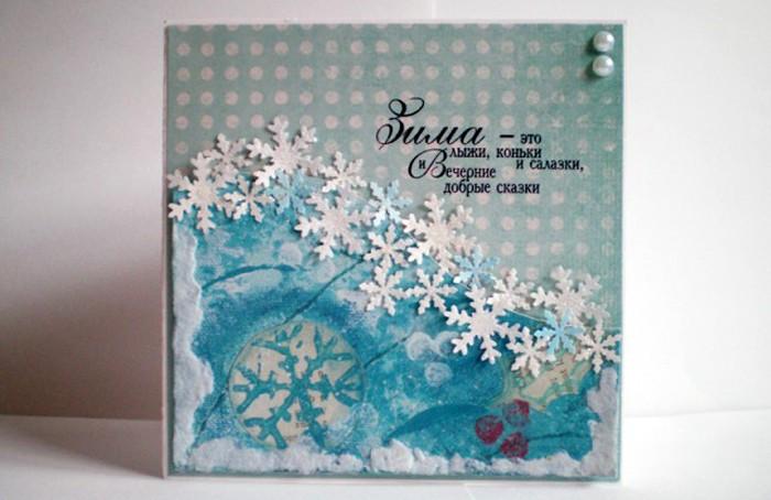 Даже небольшая дорожка из снежинок делает открытку в разы симпатичнее