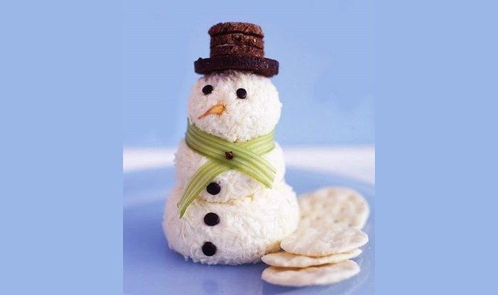 Рисовые колобки с сыром и рыбой внутри отлично имитируют снежного гостя!