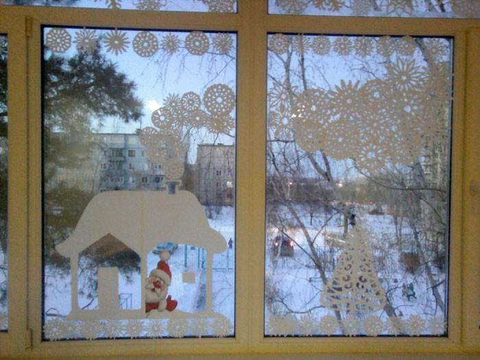 Для новогодних вытынанок на окна есть множество готовых шаблонов