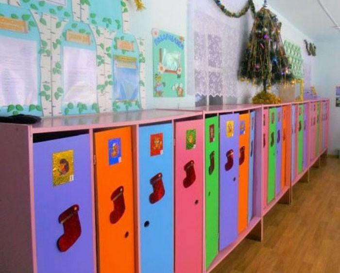 Навесной декор в виде фетровых или картонных сапожков для подарков прекрасно подойдёт