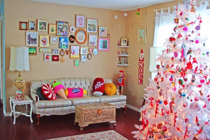 Подростковая комната девочки тоже может быть украшена по-светлому, но без декоративных излишеств