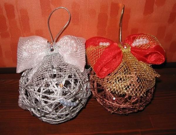 Подобные шары декорирую бантиками, лентами, бусинами