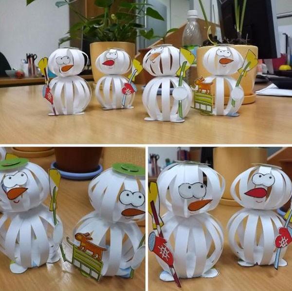 Из полосок, склеенных концами и образовавшими шарик, тоже выйдет хороший снеговик