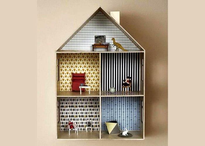 Упрощённые модели домиков в разрезе удобны для игры небольшими куколками. Каждая комната может быть оклеена разными кусками бумаги или обоев, так получится полноценный дом