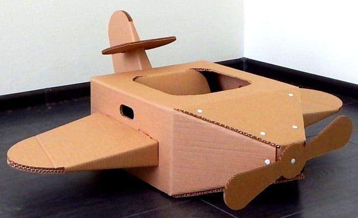 Основа — коробка с прорезью под сидение