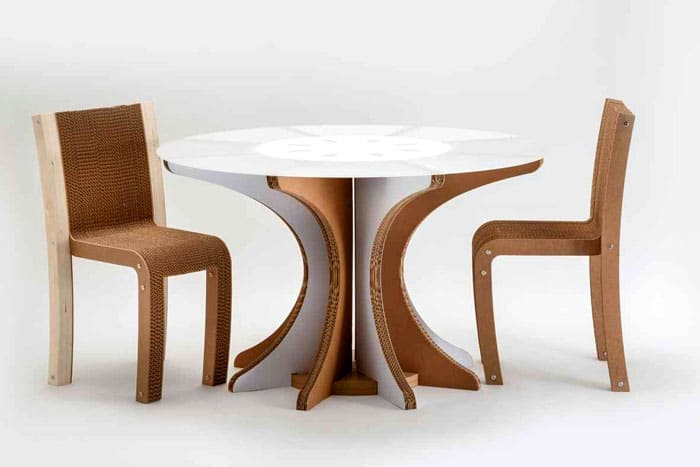Кухонный гарнитур? Легко! Послойное наложение одинаковых картонных элементов создаёт прочную мебель.