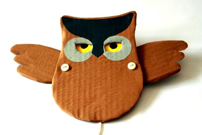 Крылья можно закрепить с помощью шайб или пуговиц, скрепленных тонкой проволокой