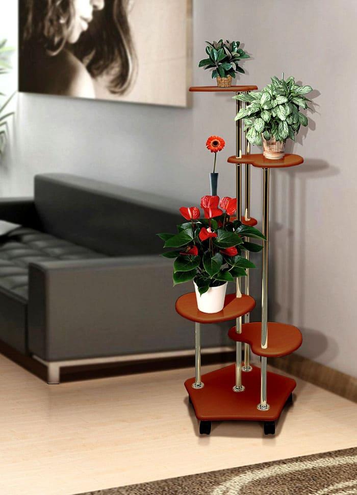 Деревянные подставки очень декоративны и служат добрым фоном для любых цветов