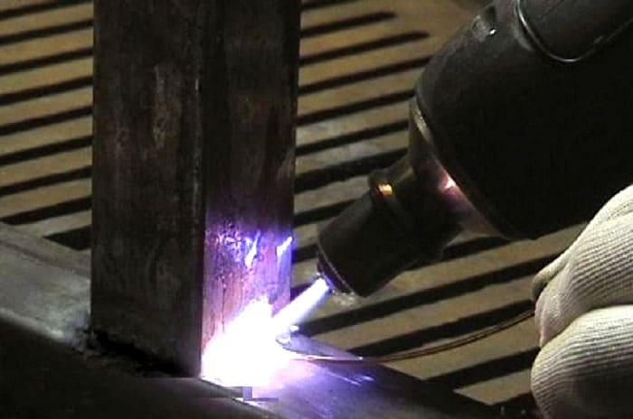 Газовая или плазменная сварка металла является когезией, так как молекулы двух элементов соединяются в результате расплава материала