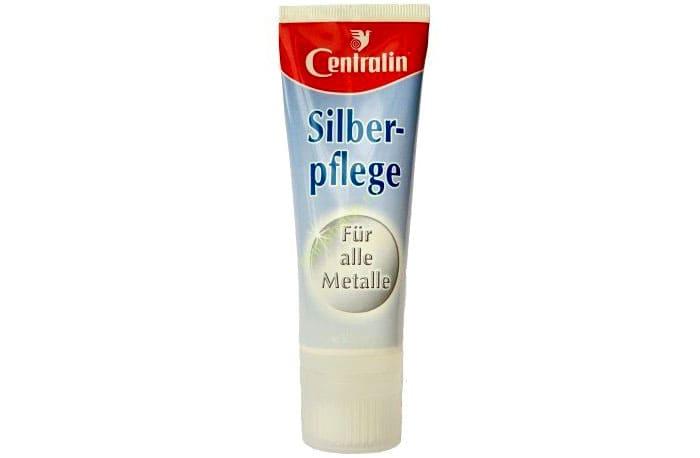 Silberpflege Centralin с полиролем и силиконом способен сформировать плёнку — такой слой предотвратит быстрое потускнение изделия в дальнейшем