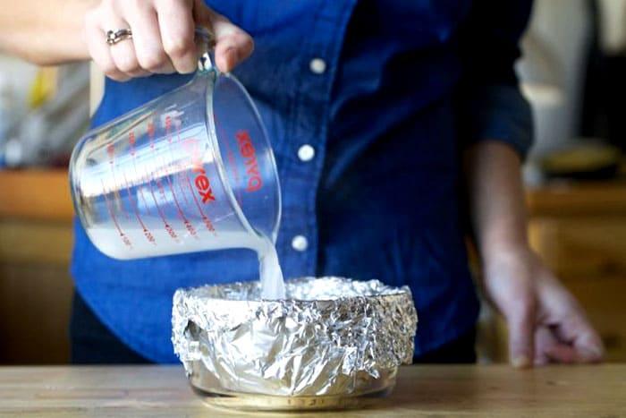 Из чайной ложки соли и стакана воды тоже делают сильнодействующий раствор